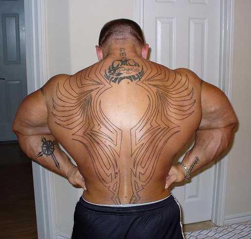 Lee Priest bekommt neues Tattoo